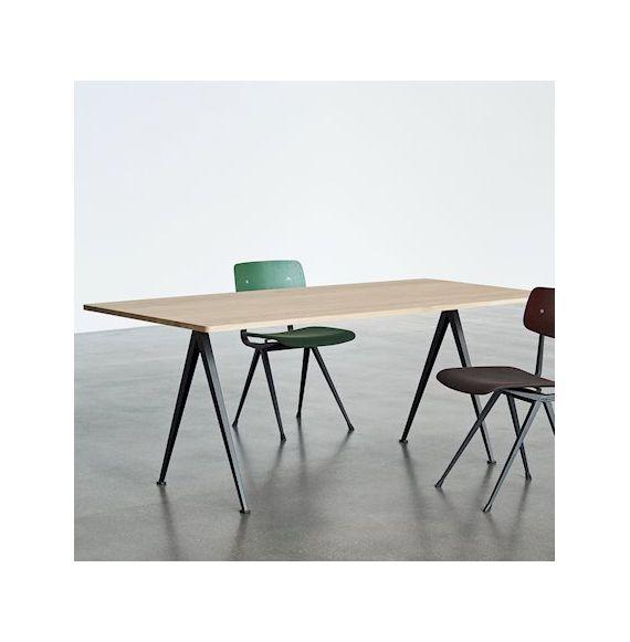 HAY PYRAMID TABLE 02 - TAFEL